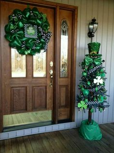 nice 47 Perfect Diy Front Porch Christmas Tree Ideas On A Budget Porch Christmas Tree, Holiday Tree, Holiday Ideas, Coastal Christmas, Christmas Ideas, St Patrick's Day Decorations, Diy Decoration, St Patrick Decorations, Decor Ideas