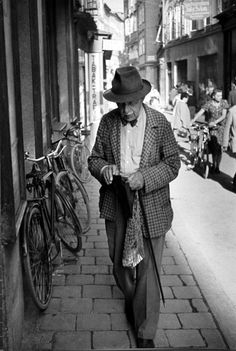 photographer-  Henri Cartier-Bresson