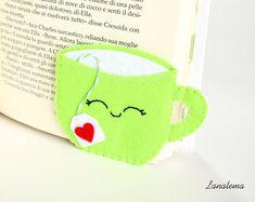 Segnalibro ad angolo, tazza verde con bustina di thè, segnalibro in feltro, accessorio per letture rilassanti