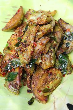 YUMMY TUMMY: Brinjal Roast / Brinjal Fry with Garlic, Cumin & Dry Chillies