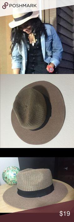 Panama Hat, NWT, khaki w/black. Adorable! Kohl's Panama Hat, NWT, khaki w/black. Adorable! Kohl's. New with tags! Kohl's Accessories Hats