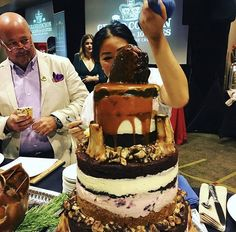 📸by @cornertablempls -- Have your cake 🍰 and eat it too at #GrandCochon 👑 -->> j.mp/555GC17 #Chicago Oct. 1 @401MorganMfg