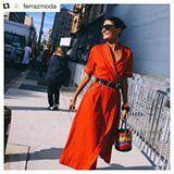 Red!❤️ #Repost @ferrazmoda with @repostapp ・・・ #FerrazTrend | Pense duas vezes antes de dispensar as peças vermelhas do closet. O tom vibrante é aposta para a próxima estação e promete deixar os looks mais calientes. Na foto, @bat_gio, editora de moda da Vogue Japão, clicada por Phil Oh @mrstreetpeeper. #TrendFerraz  #UniversoFerraz #trendalert #wishlist #getthelook #bloguiraspe #mystyle #ootd