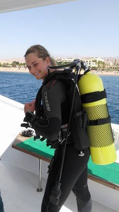 Erg Mooie Duiken Leuk 043396 Scuba Wetsuit, Diving Wetsuits, Scuba Gear, Diving Helmet, Diving Suit, Scuba Diving, David Beckham Suit, Womens Wetsuit, Female Gymnast