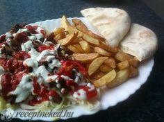 Gyros és pita házilag recept | Receptneked.hu ( Korábban olcso-receptek.hu) Gyro Pita, Hamburger, Waffles, Grilling, Tacos, Curry, Pizza, Mexican, Breakfast