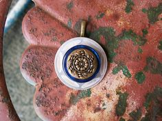 vintage button pendant necklace jewelry by Suddendeersighting, $19.00