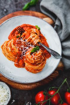 A simple yet delicious Italian pasta! Yummy Pasta Recipes, Veggie Recipes, Vegetarian Recipes, Yummy Food, Healthy Recipes, Love Food, A Food, Polenta Crémeuse, Food Dishes