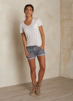 Discover our collection of casual shorts and workout shorts for women. Where fashion meets function, prAna women's shorts are built to last, wherever you go. Shop our shorts now. Outdoorsy Style, Outdoorsy Fashion, Las Vegas, T Shirt And Shorts, Jean Shorts, Summer Outfits, Cute Outfits, Stitch Fit, Cropped Trousers