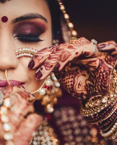 Bridal Makeup Trends for 2019 for a modern bridal look! Bridal Makeup Trends for 2019 for a modern bridal look! Indian Wedding Couple, Indian Wedding Photos, Indian Weddings, Bride Indian, Bridal Eye Makeup, Indian Bridal Makeup, Asian Bridal, Bride Makeup, Bridal Photoshoot