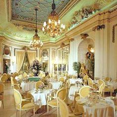 Palm Court Room at the Ritz hotel, London. Afternoon tea at the Ritz is something everyone should try at least once. The Palm court is so opulent, and the whole tea service/ceremony is such a treat. Best Afternoon Tea, Afternoon Tea Parties, Afternoon Tea London, Fee Du Logis, My Cup Of Tea, Iced Tea, Belle Epoque, Tea Time, Tea Party