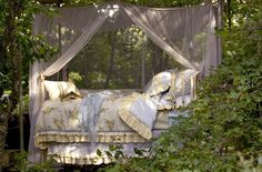 Outdoor bed with romantic little canopy Outdoor Spaces, Outdoor Decor, Outdoor Bedroom, Outdoor Daybed, Indoor Outdoor, Outdoor Living, Bedroom Inspo, Decoration, Fairy Tales