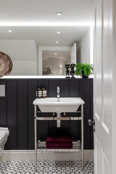 Farrow and Ball Off Black painted tongue and groove and Burlington traditional bathroom fittings are brought up to date with the monochrome patterned floor tiles. We back lit the mirror to create a softer light. Project by Otta Design. Painting Bathroom Tiles, Bathroom Colors, Traditional Toilets, Traditional Bathroom, Big Bathrooms, Small Bathroom, Family Bathroom, Bad Inspiration, Bathroom Inspiration