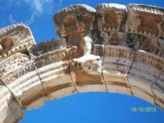 Urandir-Cabeça de Medusa esculpida em templo na cidade de Éfeso Turkey Travel, Photo Galleries, Olive Tree, City, Brazil, Temple