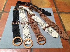 Cinturones estilo boho, cordón, macramé y madera https://www.facebook.com/TOCADORDEMACA/photos/pcb.846064758872147/846063685538921/?type=3