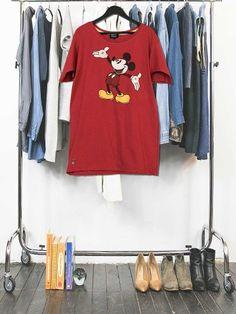 Création made in France unique à partir d'un Tshirt vintage recyclé dans la tendance du moment. Une pièce unique et fashion !