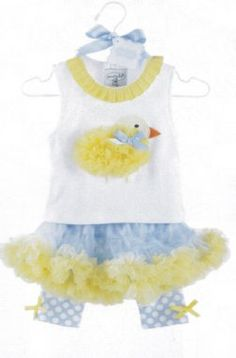 So cute for Spring & Easter photos is this Chick Pettiskirt Set by Mud Pie! This top to this adorable outfit features a yellow chiffon chick with grosgrain bow and ribbon tab trim. The frilly pettiskirt includes built in blue polka dot leggings with yello Cute Easter Outfits, Easter Outfit For Girls, Kids Outfits, Mud Pie Clothing, Kids Clothing, Mud Pie Baby, Baby Chickens, Children's Boutique, My Baby Girl