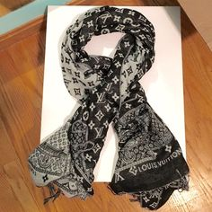 LOUIS VUITTON scarf/ shawl Authentic black/ gray reversible LUIS VUITTON scarf/ shawl. Can be worn in several different ways. In excellent condition! Made in Italy. LUIS VUITTON Accessories Scarves & Wraps
