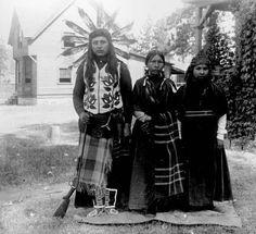 Colville family posing in dress Native American Wisdom, Native American Women, Native American History, American Pride, American Indians, American Apparel, American Symbols, Colville Tribe, Native Indian