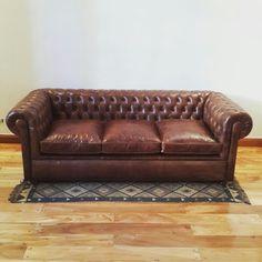 Sofa chesterfield de 3 cuerpos