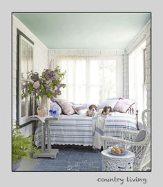 I am so doing this with my front enclosed porch...need to find a daybed
