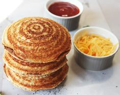 Jaffles - A South African tradition South African Dishes, South African Recipes, Africa Recipes, Kos, Savoury Mince, Savoury Dishes, Good Food, Yummy Food, Healthy Food