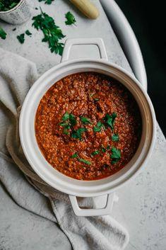 "Vegan Spaghetti with ""Meat"" Sauce - use tomato puree (instead of passatta) Argula Recipes, Kabasa Recipes, Coliflower Recipes, Vegan Dinner Recipes, Vegan Dinners, Seafood Recipes, Breakfast Recipes, Chicken Recipes, Dessert Recipes"