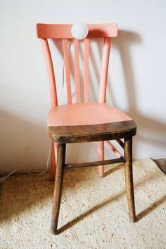 """LABORATORIO DI RICICLO ARTISTICO  E UPCYCLING: """"Giulia""""  ....una sedia che diventa como', lampada..."""