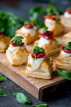 These puff pastry caprese bites are quick and simple to make using ready-rolled pastry. Perfect for any party table! : These puff pastry caprese bites are quick and simple to make using ready-rolled pastry. Perfect for any party table! Thanksgiving Appetizers, Holiday Appetizers, Thanksgiving Recipes, Appetizer Recipes, Quick Appetizers, Caprese Appetizer, Canapes Recipes, Gourmet Appetizers, Antipasto Platter