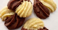 Vanilla and spiced chocolate cookies Dog Treat Recipes, Sweet Recipes, Cookie Recipes, Dessert Recipes, Happiness Recipe, Vanilla Biscuits, Romanian Desserts, Cheese Ball Recipes, Dessert Drinks