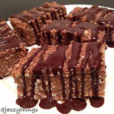 No photo description available. No Bake Protein Bars, Peanut Butter Protein Bars, Protein Bar Recipes, Coconut Peanut Butter, Protein Foods, Snack Recipes, Healthy Snacks, Healthy Eating, Ideal Protein