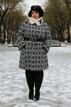 Im diggin the coat Plus Size Fashion For Women, Curvy Women Fashion, Plus Size Women, Plus Size Suits, Curvy Plus Size, Plus Size Outfits For Summer, Coffee Date Outfits, Pear Fashion, Winter Outfits