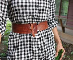 "The best DIY projects & DIY ideas and tutorials: sewing, paper craft, DIY. DIY Women's Clothing : Handmade leather belt--pattern from ""Brendan's Leather Book"" -Read Diy Leather Belt, Sewing Leather, Leather Jewelry, Handmade Leather, Sewing Accessories, Leather Accessories, Handmade Accessories, Fashion Belts, Leather Fashion"
