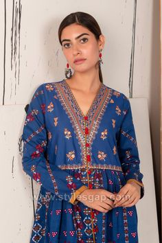 Indian Paksitani Stylish & Best Neckline Gala Designs for Asian Girls 2020 Collection for Asian Women consists of simple casual, heavy formal neck styles Asian Woman, Asian Girl, Stylish Dresses, Fashion Dresses, Gala Design, Neckline Designs, Neck Pattern, Pakistani Dresses, Indian Wear