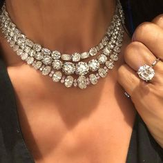 Diamond Key Necklace White Gold wherever Jewellery Box Exeter while Wedding Diamond Necklace Set With Price, Ruby Diamond Necklace India High Jewelry, Modern Jewelry, Jewelry Sets, Jewellery Box, Jewellery Shops, Jewelry Stores, Damas Jewellery, Jewellery Packaging, Jewellery Display