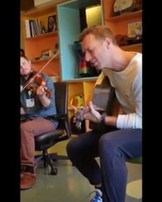 """Another video of Chris singing Fix You the day before the Super Bowl at a San Francisco hospital. I actually don't have words to describe this anymore... • #qotd """"In this world so cruel I think you're so cool"""" ~ Birds 🎵 • #Coldplay #chrismartin  #guyberryman #willchampion #jonnybuckland #coldplayaheadfullofchrismartin"""
