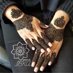 Designs for the minimalist brides this summer henna mehndi designs, simple Easy Mehndi Designs, Henna Hand Designs, Latest Mehndi Designs, Dulhan Mehndi Designs, Bridal Mehndi Designs, Mehndi Designs Finger, Arabian Mehndi Design, Indian Henna Designs, Mehndi Design Photos