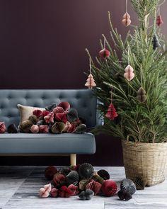 Criada pela @brostecph, a árvore de Natal que figura como nosso #décordodia traz os enfeites que são um hit do momento: as colmeias de papel, que evocam simplicidade e sofisticação ao mesmo tempo. que tal? Veja mais detalhes na matéria do nosso editor online @lottlott! Basta clicar no link da nossa bio ou acessar casavogue.com.br! Casa Vogue deseja boas festas a todos os nossos seguidores! <3 #umnataldiferente