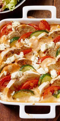 Für einen mediterranen Flair in deiner Küche: der knusprige Zucchini-Brotauflauf mit Feta.                                                                                                                                                                                 Mehr