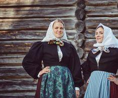 Råndastakken er ein livkjole frå Nord-Gudbrandsdalen som fyrst kom i bruk rundt Folk Costume, Costumes, Norway, Jr, Frozen, Dresses, Fashion, Vestidos, Moda