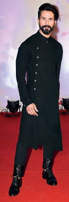 cuts and draped kurtas men Indian Wedding Mens Attire, Wedding Kurta For Men, Mens Indian Wear, Mens Ethnic Wear, Wedding Dresses Men Indian, Indian Groom Wear, Wedding Dress Men, Indian Men Fashion, Indian Man