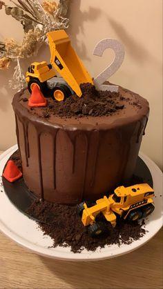 Digger Birthday Cake, Digger Birthday Parties, 2nd Birthday Cake Boy, Digger Cake, Truck Birthday Cakes, Homemade Birthday Cakes, Third Birthday, Birthday Ideas, Kids Construction Cake