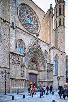 Basílica Santa Maria del Mar, fantástica muestra del gótico catalán, #Barcelona http://www.viajarabarcelona.org/lugares-para-visitar-en-barcelona/iglesia-de-santa-maria-del-mar/