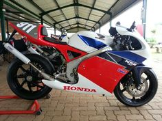 NSR 250 SP - Brought to you by Smart-e Crotch Rockets, Motorcycle Design, Motogp, Honda, Heaven, Bicycle, Racing, Random, Running