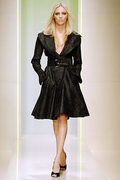 Versace Fall 2005 Ready-to-Wear Fashion Show - Anja Rubik