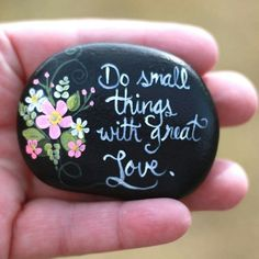 """Painting rocks or easy painted rock ideas with positive messages is something I love to do! Hand painted river rocks in various themes, colors, patterns and positive sayings. Perfect for gifts or to """"artfully abandon"""" to brighten someone's day. Pebble Painting, Pebble Art, Stone Painting, Painted River Rocks, Hand Painted Rocks, Painted Stones, Rock Painting Ideas Easy, Rock Painting Designs, Stone Crafts"""