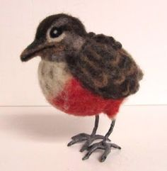 How To Make Bird Feet by our Felting Friend, Patty Gibson When I started needle felting birds, I soon discovered that there was a need to come up with a method to create bird feet. At first, I kne… Needle Felted Animals, Felt Animals, Glass Animals, Felt Diy, Felt Crafts, Wooly Bully, Bird Free, Needle Felting Tutorials, Felt Birds