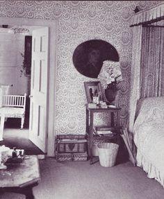 Cecil Beaton's bedroom, Reddish House, via http://www.garboforever.com/Bilder/Lover-Friends/Cecil_Beaton-02.jpg