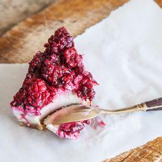 cheesecake crudivegano de moras   texturas de verduras