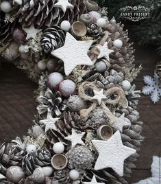 Pine Cone Decorations, New Years Decorations, Flower Decorations, Christmas Decorations, Holiday Decor, Merry Christmas And Happy New Year, All Things Christmas, Christmas Crafts, Advent Wreath