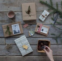 embrulho papel pardo_http://www.pequenasescolhas.com.br/embrulhar-presentes-de-natal/